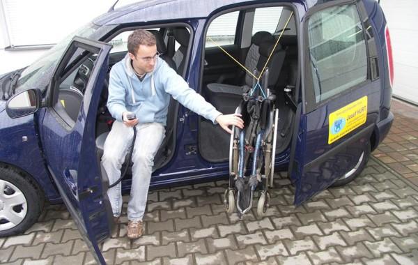 Погрузчик коляски в раздвижные двери